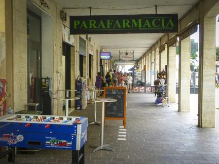Geschäfte in Marina di Andora -- Geschäfte in Marina di Andora an der ligurischen Küste im Mittelmeer. Die Gemeinde liegt im Bezirk Savona in Italien.