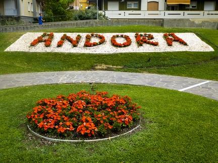 Blumeninsel in Marina di Andora -- Blumeninsel in Marina di Andora an der ligurischen Küste im Mittelmeer. Die Gemeinde liegt im Bezirk Savona in Italien.