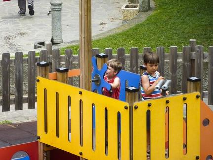 Spielplatz in Marina di Andora -- Spielplatz in Marina di Andora an der ligurischen Küste im Mittelmeer. Die Gemeinde liegt im Bezirk Savona in Italien.