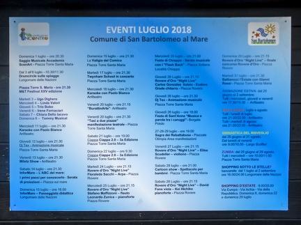 Events von San Bartolomeo al Mare -- Strand und die Uferpromenade von San Bartolomeo al Mare in Nord Italien.