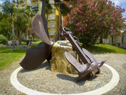 Denkmal von San Bartolomeo al Mare -- Strand und die Uferpromenade von San Bartolomeo al Mare in Nord Italien.