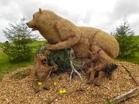 Bärenfamilie -- Der jährliche Strohpark von Höchenschwand in Baden Würtemberg, veranstaltet beim RWG Bauernmarkt.