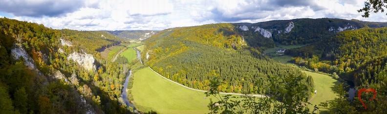 Donautal Panorama -- Knopfmacherfelsen - Panorama mit Blick ins Donautal vom Knopfmacherfelsen bei Beuron in Baden Würtemberg