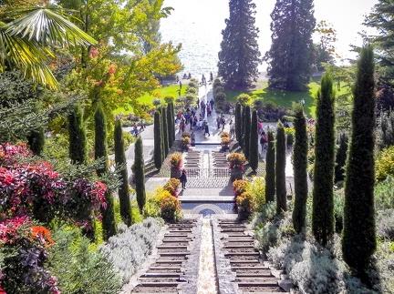 italienische Blumen Wassertreppe -- Insel Mainau - italienische Blumen Wassertreppe auf Insel Mainau am Bodensee