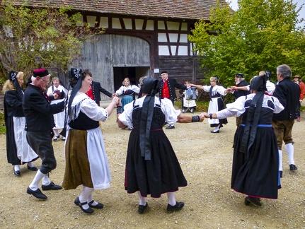Tanzgruppe auf der Kirbe -- Neuhausen ob Eck - Kirbe Fest in Neuhausen ob Eck
