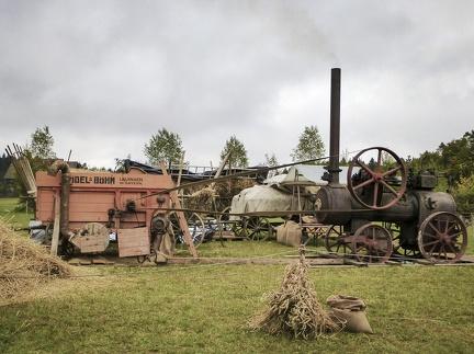 alte Dampf Dreschmaschine -- Neuhausen ob Eck - alte Dampf Dreschmaschine auf dem Kirbe Fest in Neuhausen ob Eck