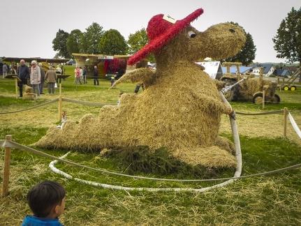 Feuerwehr Dragon -- Der jährliche Strohpark mit Skulpturen aus Stroh in Schwenningen Heuberg.