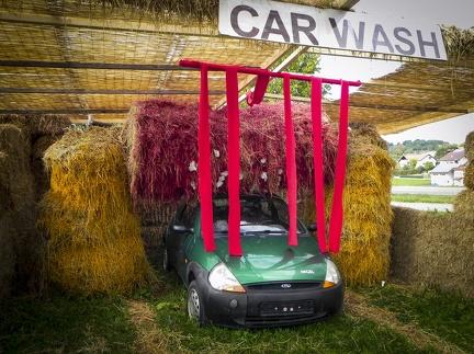Car Wash -- Der jährliche Strohpark mit Skulpturen aus Stroh in Schwenningen Heuberg.