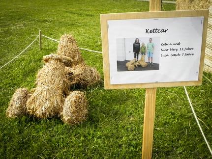 Kettcar -- Der jährliche Strohpark mit Skulpturen aus Stroh in Schwenningen Heuberg.