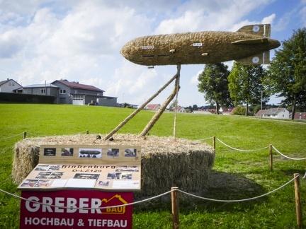 Zepelin -- Der jährliche Strohpark mit Skulpturen aus Stroh in Schwenningen Heuberg.