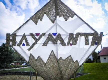 HAYMNTN -- Der jährliche Strohpark mit Skulpturen aus Stroh in Schwenningen Heuberg.
