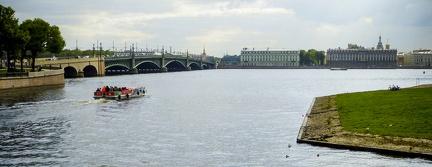 Blick auf Sankt Petersburg von der Halbinsel -- Sankt Petersburg - Die Peter und Paul Festung ist der Ursprung und das historische Zentrum von Sankt Petersburg. Die im inneren der Anlage von 1713 bis 1732 erbaute Peter-und Paul-Kathedrale liegen die meisten russischen Kaiser seit dem 18.Jahrhundert begraben.